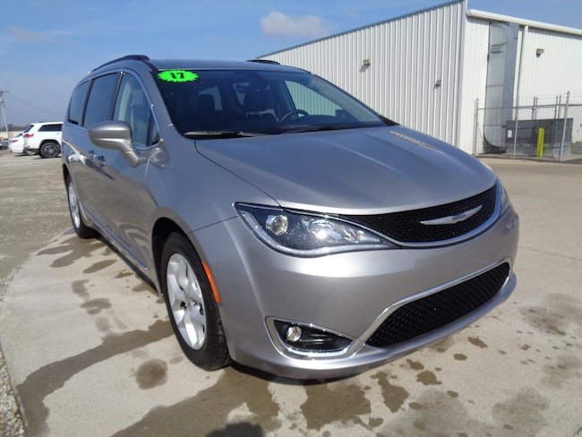 Certified Used 2017 Chrysler Pacifica Touring-L Van in Saint Joseph