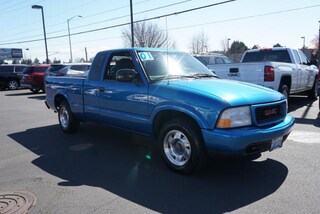 2001 GMC Sonoma Ext Cab 123 WB SLS w/1SG Pkg Truck Extended Cab
