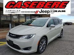 Used 2017 Chrysler Pacifica Limited Minivan/Van for sale in Bryan, OH