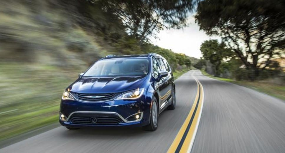 2019 Chrysler Paciifca Hybrid Front Blue Exterior