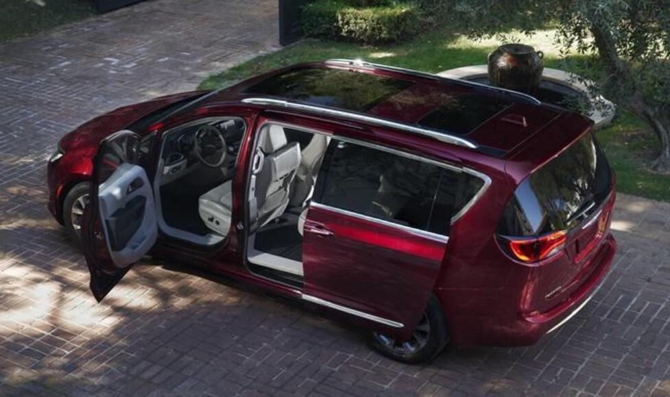 2019 Chrysler Pacifica Open Door Exterior