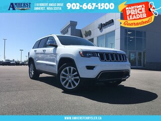 2017 Jeep Grand Cherokee 4X4 - LOW KMS, Leather, Sunroof, Touchscreen SUV
