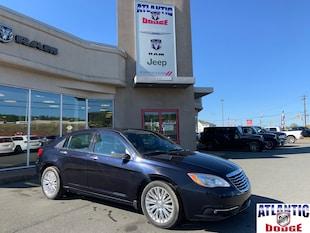 2011 Chrysler 200 Touring   HEATED SEATS   SUNROOF   Sedan