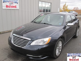 2011 Chrysler 200 Touring | HEATED SEATS | SUNROOF | Sedan