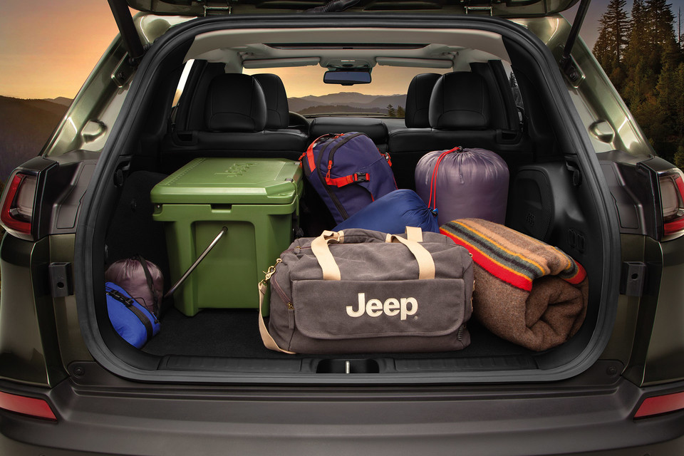 2021 Jeep Cherokee Interior/Trunk With Bags