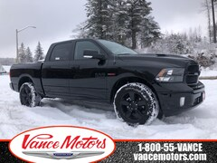 2019 Ram 1500 Classic Black Package 4x4...DIESEL*HTD SEATS*NAV! Truck Crew Cab