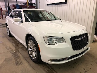 2018 Chrysler 300 Touring AWD with Leather Sedan
