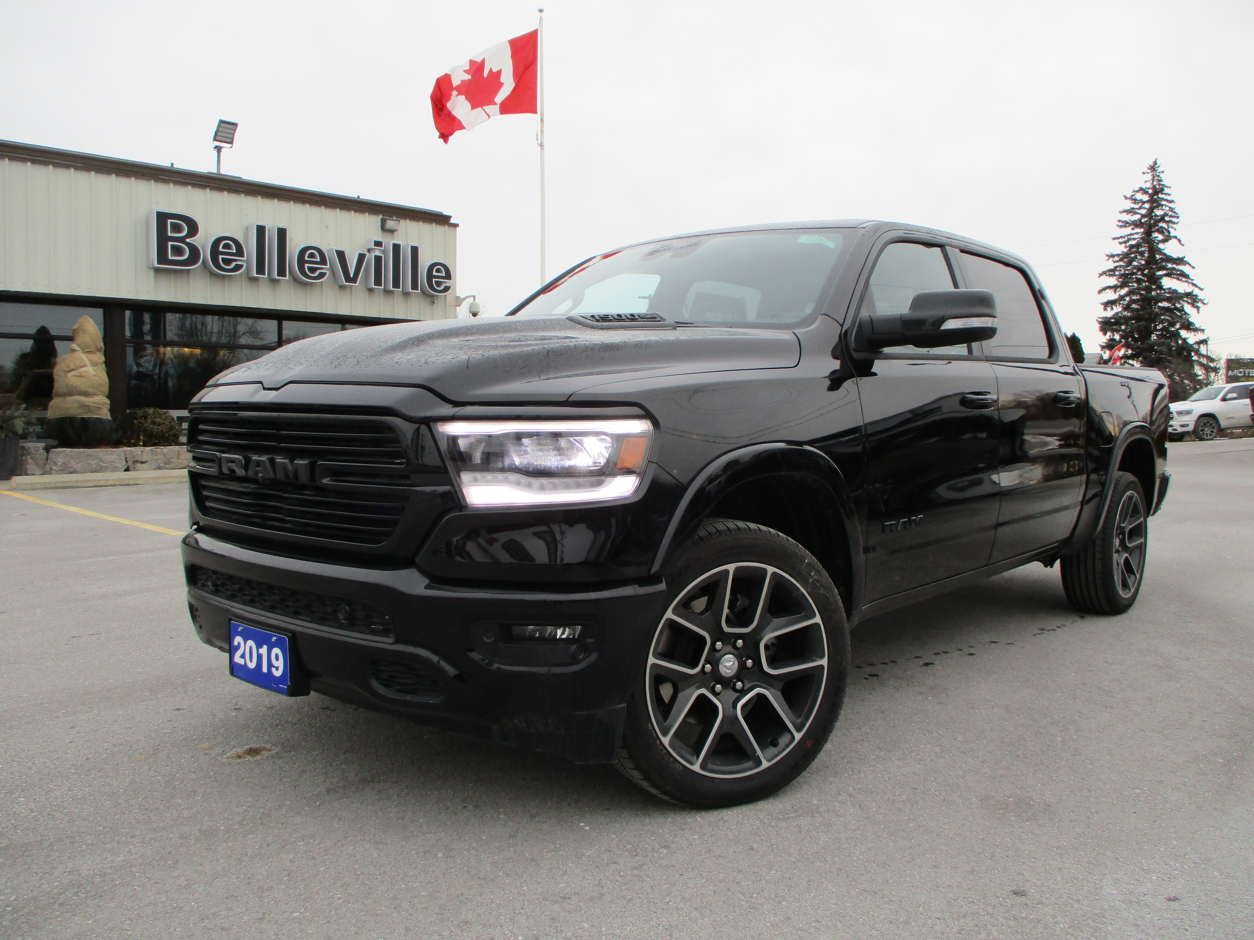 2019 Ram All-New 1500 Navigation-Panoramic sunroof-hitch Truck Crew Cab