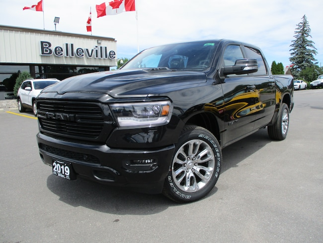 2019 Ram All-New 1500 Panoramic sunroof-sport performance hood-hitch Truck Crew Cab