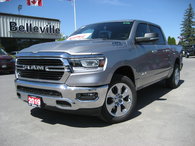 2019 Ram 1500 HEMI-panoramic sunroof-Navigation Truck Crew Cab
