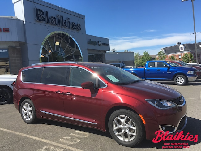 2018 Chrysler Pacifica Touring-L | 8 PASSENGER | BLU-RAY | Van