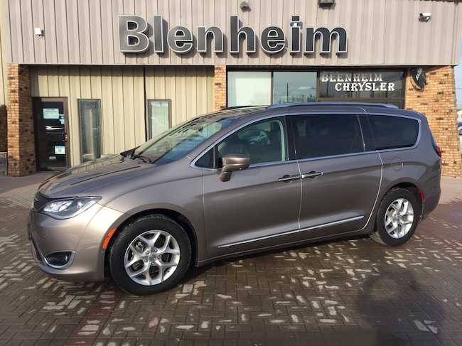 2018 Chrysler Pacifica Touring-L Plus Van