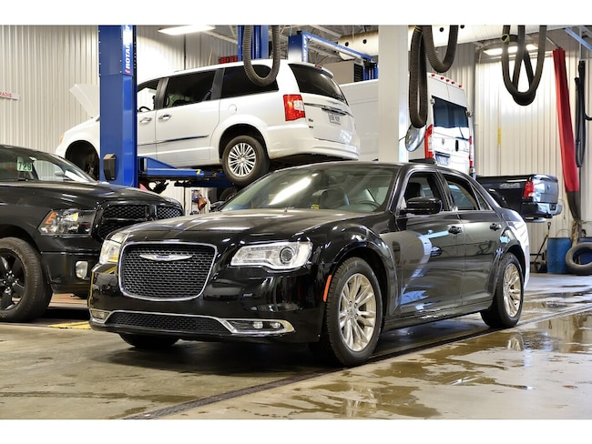 2016 Chrysler 300 Touring * Toit Pano * Cuir * Camera * GPS * Berline sur Rive-Sud de Montréal