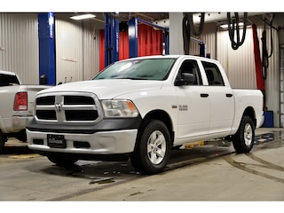2018 Ram 1500 * SXT * 4X4 * Crew CAB * V8 5.7L * Hitch * Camion