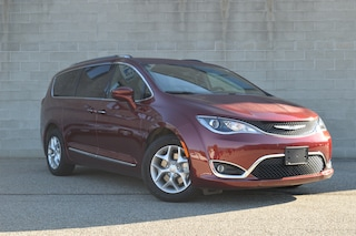 2020 Chrysler Pacifica New Touring-L   Van