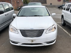 2013 Chrysler 200 HEATED SEATS/ BLUETOOTH/ SIRIUSXM Sedan