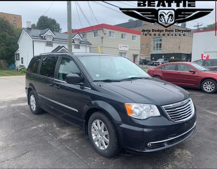 2014 Chrysler Town & Country Touring GREAT SHAPE/ POWER DOORS/ CAMERA Van Passenger Van