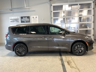 2021 Chrysler Pacifica Touring-L Van