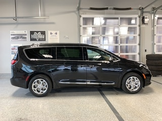 2021 Chrysler Pacifica Limited AWD Van