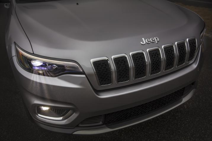 l'avant du Jeep Cherokee Limited 2020