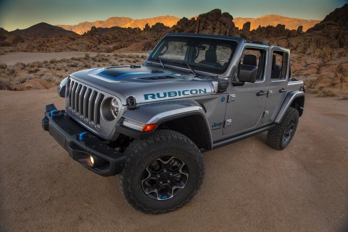 Vue trois-quart avant du Jeep Wrangler 4xe 2021