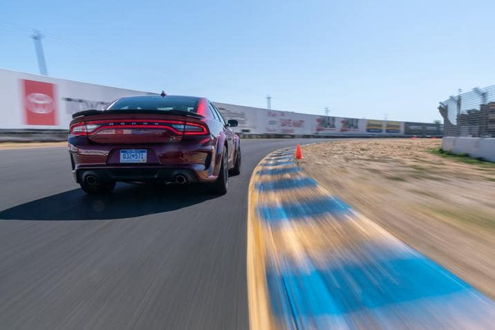 Dodge Charger Scat Pack Widebody 2020 sur une piste de course