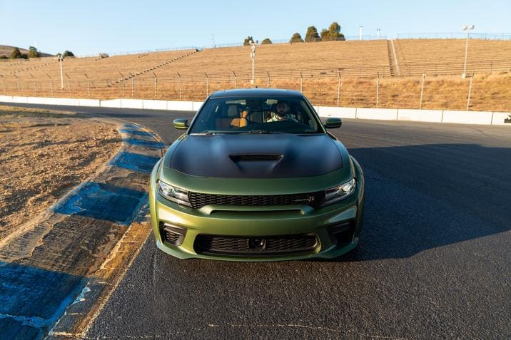 Dodge Charger Scat Pack Widebody 2020 sur une piste de course automobile