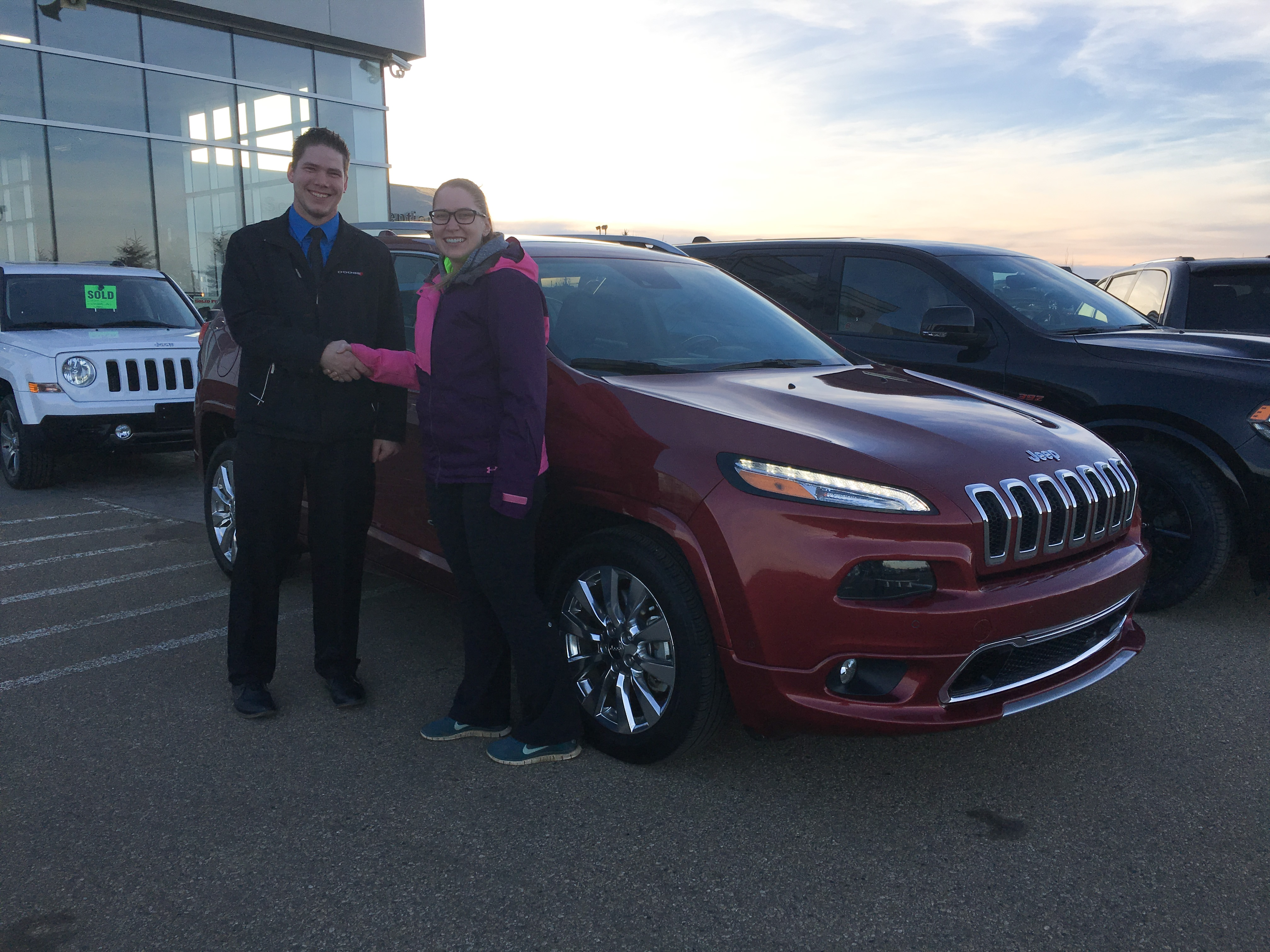 pearl velvet chrysler grand near view chreokee new htm for side larchmont limited cherokee me red sale exterior inventory jeep dealers