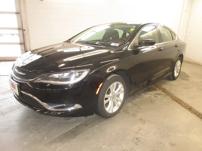 2016 Chrysler 200 Limited- Only 74K! Heated Seats! Leather! Sedan