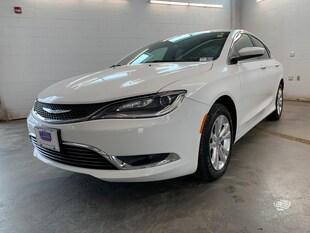 2016 Chrysler 200 Limited! Backup CAM !Heated Seats! Sedan