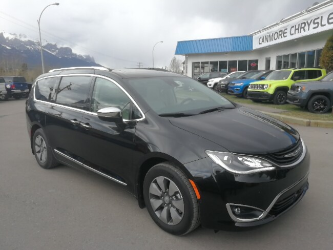 DYNAMIC_PREF_LABEL_AUTO_USED_DETAILS_INVENTORY_DETAIL1_ALTATTRIBUTEBEFORE 2018 Chrysler Pacifica Hybrid Limited DVD nav panoramic sunroof all options DYNAMIC_PREF_LABEL_AUTO_USED_DETAILS_INVENTORY_DETAIL1_ALTATTRIBUTEAFTER