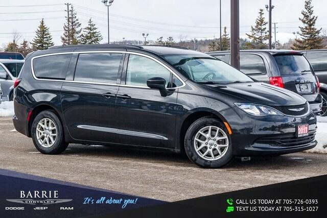 2017 Chrysler Pacifica Touring Mini-van, Passenger