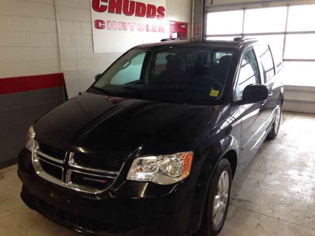Used 2017 Dodge Grand Caravan SXT Van  Serving Winnipeg