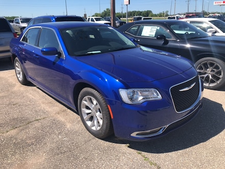 Featured New 2019 Chrysler 300 Touring Sedan for sale near you in Gimli, MB near Winnipeg