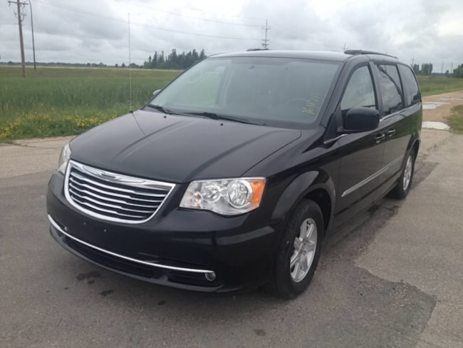 vehicle inventory laurier station en town touring and make model country used chrysler in name id