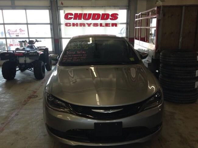 Used 2016 Chrysler 200 S Sedan  Serving Winnipeg