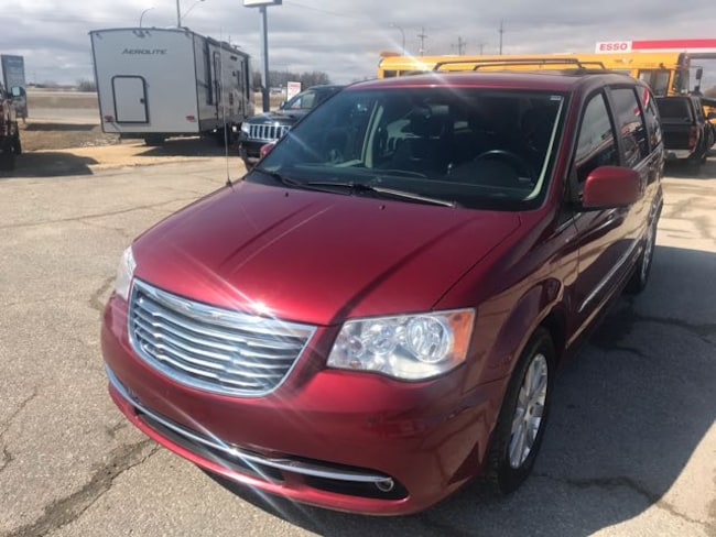 Used 2014 Chrysler Town & Country Touring Van  Serving Winnipeg