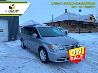 2016 Chrysler Town & Country Touring -  Power Tailgate Van