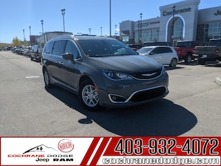 2020 Chrysler Pacifica Touring-L with DVD and Power Doors! Van Passenger Van