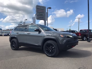 New 2019 Jeep New Cherokee Trailhawk 4x4 SUV 1C4PJMBX5KD483347 N19-090 for sale in Cold Lake AB