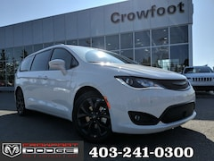 New 2019 Chrysler Pacifica Limited Van 2C4RC1GGXKR705310 for sale in Calgary, AB