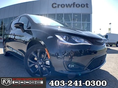 New 2019 Chrysler Pacifica Limited Van 2C4RC1GG1KR705311 Calgary, AB