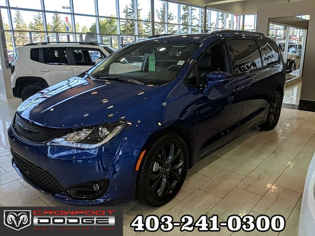 New 2019 Chrysler Pacifica Limited Van Calgary, AB