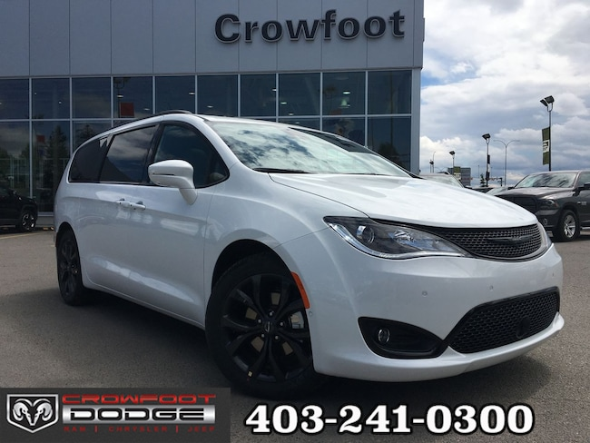 New 2019 Chrysler Pacifica Limited Van Calgary, AB