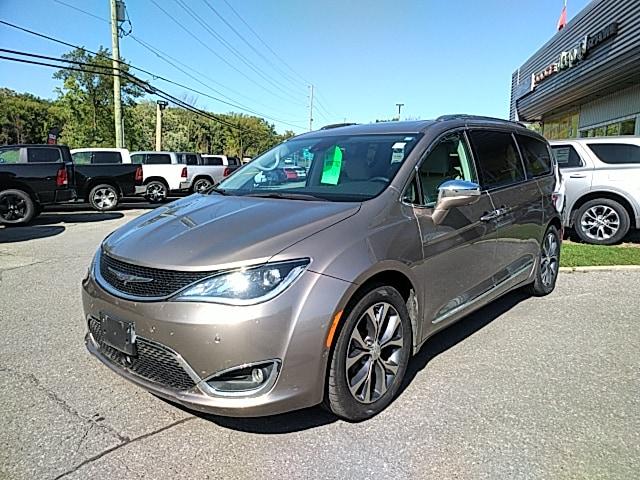 2017 Chrysler Pacifica Limited w/Ext Warr Van Passenger Van