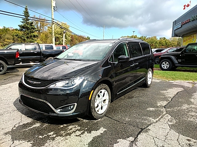 2017 Chrysler Pacifica Touring-L Plus DVD Van Passenger Van