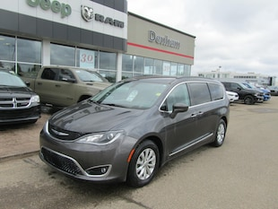 2017 Chrysler Pacifica Touring-L Mini-van, Passenger