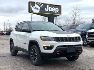 2020 Jeep Compass Trailhawk 4x4 – Leather Interior, Power Liftgate, Navigation, Sa