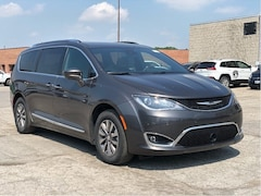 2019 Chrysler Pacifica Touring-L Plus 35th Anniversary Edition – Uconnect Theatre Group, Navigation, Advanced Saf