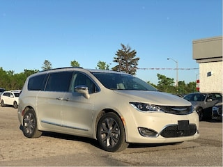 2019 Chrysler Pacifica Limited – Advanced SafetyTec Group, Uconnect Theatre Group
